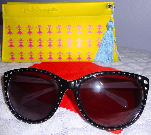 a4018b775 Ah, e ele vem com essa capinha linda, personalizada e fashion, tão estilosa  quanto o óculos!