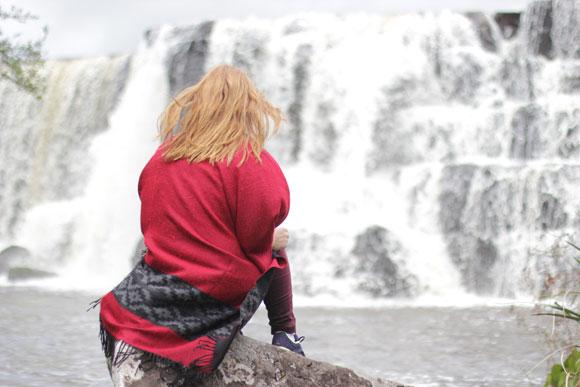Cachoeira-dos-Venâncios-Renault-Duster-Cambara-do-sul-Andressa-Roeder-pedra